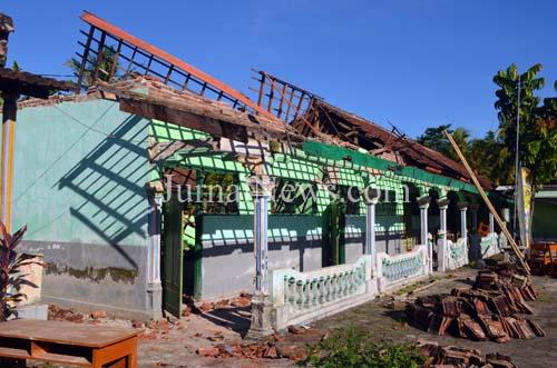 Gedung SMK Asy Syafaah Roboh Usai Hujan Deras