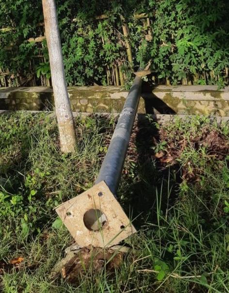 Panel Surya Lampu Penerang Jalan Hilang Disikat Pencuri, Dengan Cara Tiang Dirobohkan