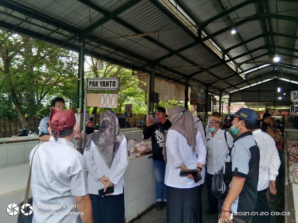 Sepakat Namun Terhianat, Terkait Kisruh Harga Ayam Potong di Pasar Srono Masih Menuai Kontra