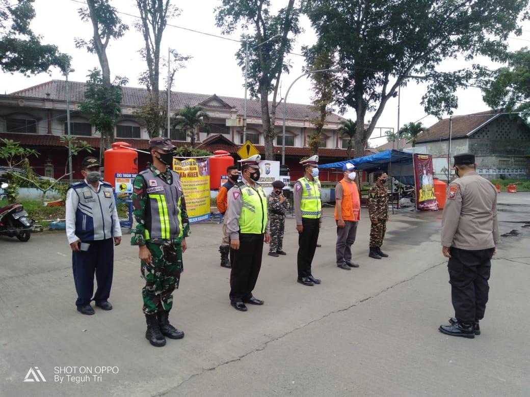 Petugas Gabungan Melakukan Giat Check Poin Di Perbatasan Jember- Kalibaru